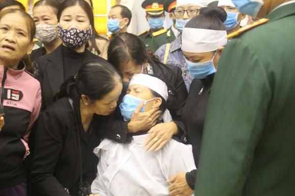Lễ viếng và truy điệu 22 liệt sĩ Đoàn Kinh tế - Quốc phòng 337 hy sinh tại Quảng Trị  ảnh 9