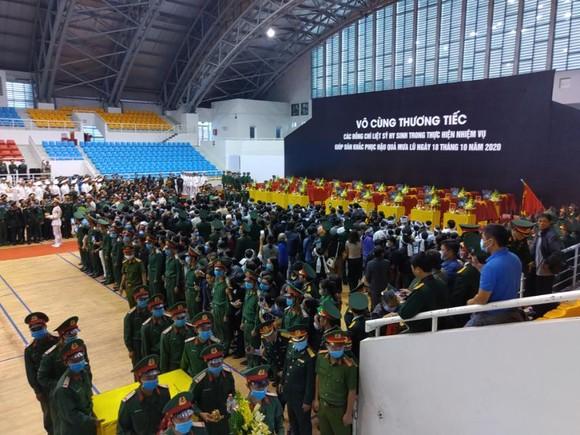 Lễ viếng và truy điệu 22 liệt sĩ Đoàn Kinh tế - Quốc phòng 337 hy sinh tại Quảng Trị  ảnh 14