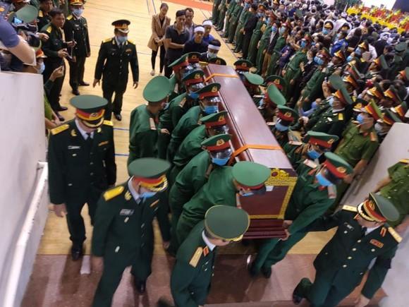 Lễ viếng và truy điệu 22 liệt sĩ Đoàn Kinh tế - Quốc phòng 337 hy sinh tại Quảng Trị  ảnh 16