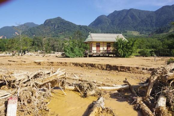 Hướng Việt tan hoang sau lũ, 2 lần tiếp tế khẩn cấp bằng trực thăng ảnh 7