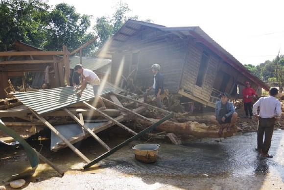 Hướng Việt tan hoang sau lũ, 2 lần tiếp tế khẩn cấp bằng trực thăng ảnh 2