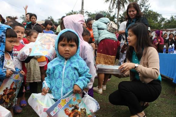 Quảng Trị: Tặng quà cho người dân hai bên biên giới Việt Nam - Lào bị ảnh hưởng bởi bão lũ  ảnh 3