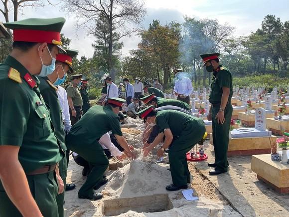 Quảng Trị: Truy điệu, an táng 24 hài cốt liệt sĩ hy sinh tại Lào  ảnh 6