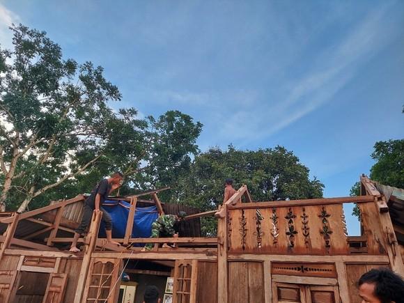 Dông lốc làm tốc mái hàng chục nhà dân ở Quảng Trị ảnh 3