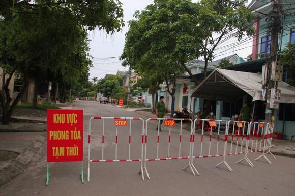 Quảng Trị tạm dừng hoạt động vận tải khách đến 7 tỉnh thành để phòng chống Covid-19 ảnh 2