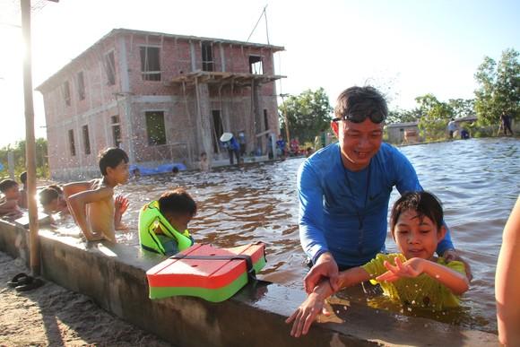Quảng Trị: Tổ chức lớp dạy bơi miễn phí cho trẻ em khuyết tật ảnh 1