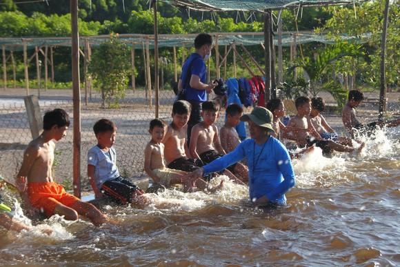 Quảng Trị: Tổ chức lớp dạy bơi miễn phí cho trẻ em khuyết tật ảnh 5
