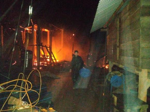 Cháy nhà lúc nửa đêm ở Quảng Trị, 2 người thương vong  ảnh 1