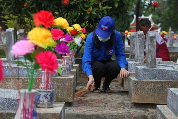 Quảng Trị: Hơn 54.000 ngọn nến tri ân thắp sáng nghĩa trang liệt sĩ  ảnh 2