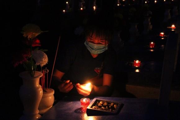 Quảng Trị: Hơn 54.000 ngọn nến tri ân thắp sáng nghĩa trang liệt sĩ  ảnh 5