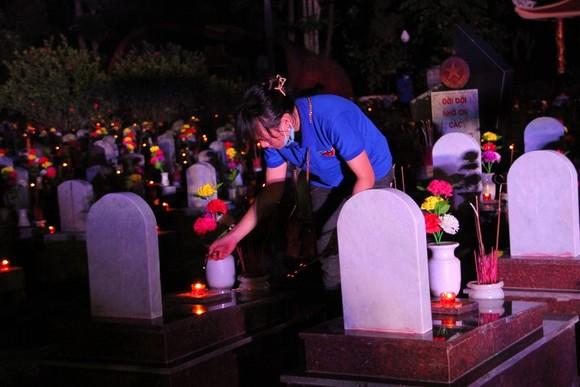 Quảng Trị: Hơn 54.000 ngọn nến tri ân thắp sáng nghĩa trang liệt sĩ  ảnh 6