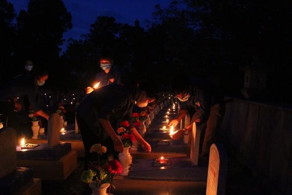 Quảng Trị: Hơn 54.000 ngọn nến tri ân thắp sáng nghĩa trang liệt sĩ  ảnh 4