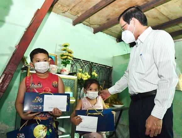 Chủ tịch UBND TPHCM Phan Văn Mãi: 'Thành phố sẽ chăm lo các cháu' ảnh 1