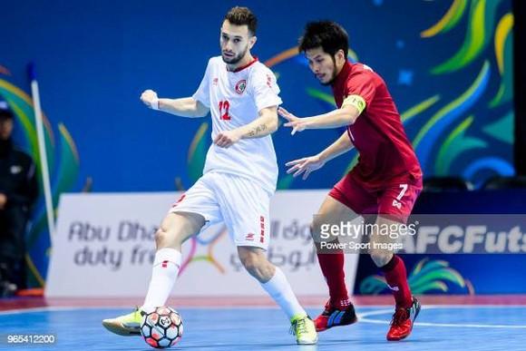 Karim Abu Zaid (áo trắng) đã quay trở lại với đội tuyển futsal Lebanon. Ảnh: GETTYIMAGES
