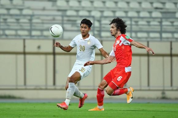 Đội tuyển Thái Lan bị Tajikistan cầm hòa sau khi dẫn trước 2-0. Ảnh: Changsuek