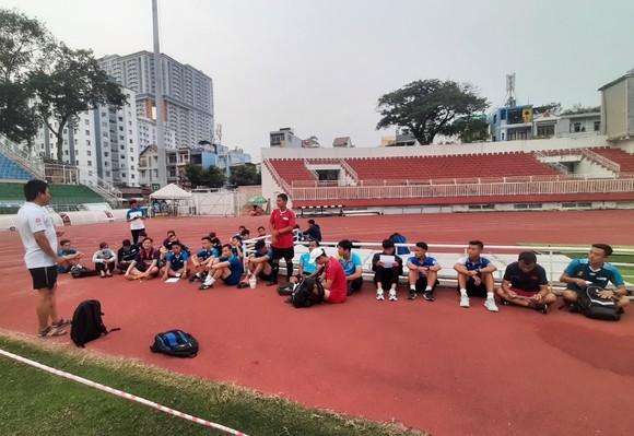 Đội ngũ trọng tài TPHCM thích ứng trong mùa dịch ảnh 1