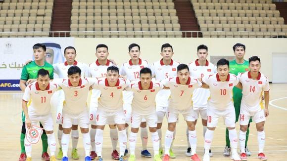 Đội tuyển futsal Việt Nam nhận bằng khen từ Bộ VH-TT&DL. Ảnh: FIFA