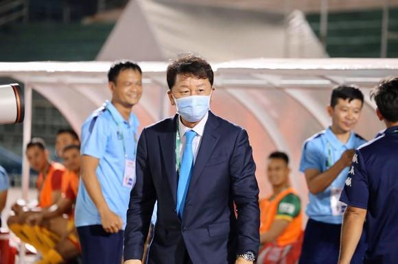 HLV Chung Hae-seong có khả năng dẫn dắt đội tuyển Thái Lan. Ảnh: HCMCFC