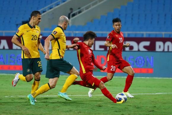 Báo Anh: 'Đội tuyển Việt Nam có thể được hưởng phạt đền' ảnh 2