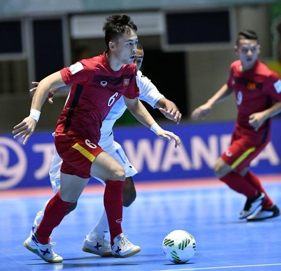 Đàn anh 'mách nước' để đàn em vượt qua áp lực ở Futsal World Cup ảnh 1