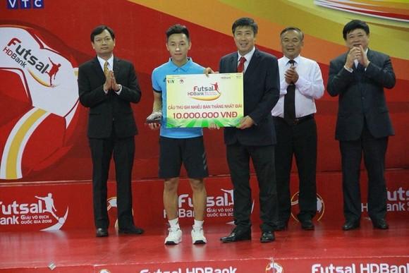Văn Hiếu chỉ mất 3 năm 'ăn tập' để có siêu phẩm ở Futsal World Cup ảnh 2