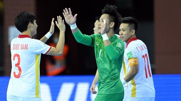 Đội tuyển Việt Nam đã giành quyền lọt vào vòng 1/8 Futsal World Cup 2021
