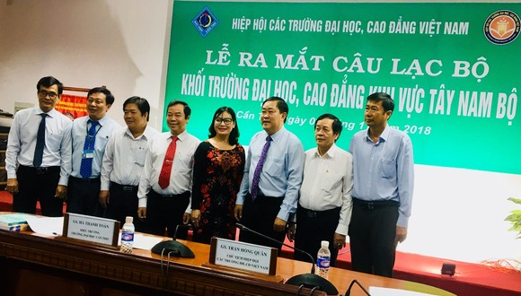 Các thành viên trong  Ban chủ nhiệm CLB