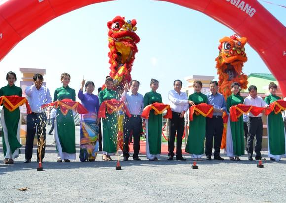 Khánh thành nhà máy điện mặt trời đầu tiên tại Hậu Giang ảnh 1