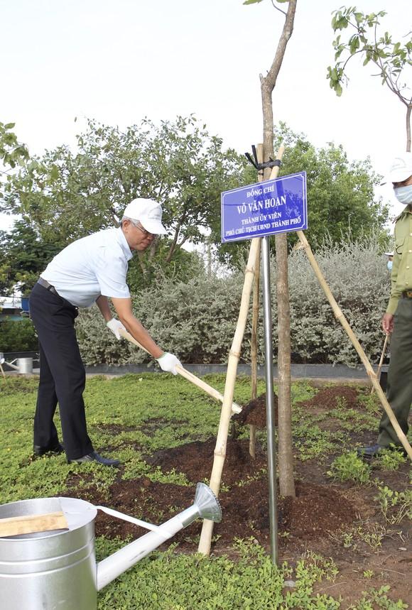 Huyện Nhà Bè trồng hơn 2.300 cây xanh mừng sinh nhật Bác ảnh 3