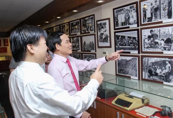 Đồng chí Trần Lưu Quang thăm, chúc mừng các cơ quan báo chí ảnh 6