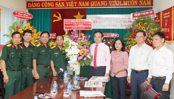 Đồng chí Trần Lưu Quang thăm, chúc mừng các cơ quan báo chí ảnh 2