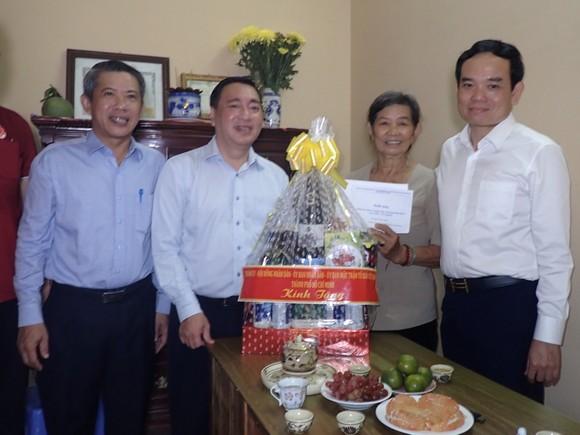 Lãnh đạo TPHCM thăm, tặng quà gia đình chính sách nhân dịp 27-7 ảnh 1