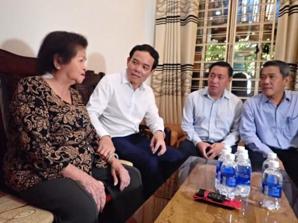 Lãnh đạo TPHCM thăm, tặng quà gia đình chính sách nhân dịp 27-7 ảnh 3