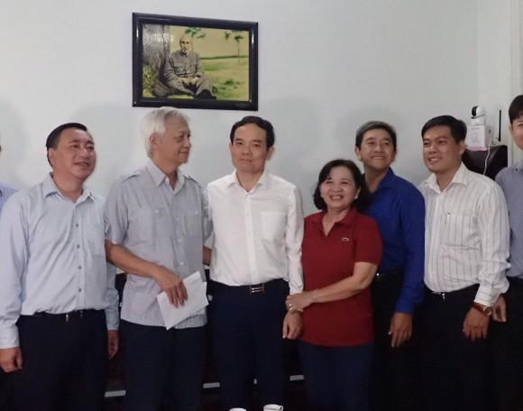 Lãnh đạo TPHCM thăm, tặng quà gia đình chính sách nhân dịp 27-7 ảnh 2