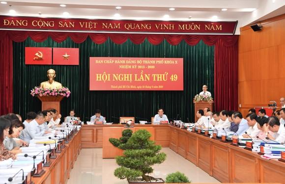 Bí thư Thành ủy TPHCM Nguyễn Thiện Nhân phát biểu khai mạc hội nghị. Ảnh: VIỆT DŨNG