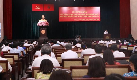 Khai giảng 5 lớp cao cấp lý luận chính trị tại TPHCM ảnh 1