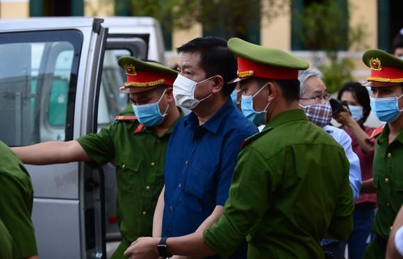 Nói lời sau cùng, bị cáo Đinh La Thăng xin miễn trách nhiệm hình sự cho bị cáo Nguyễn Hồng Trường ảnh 1