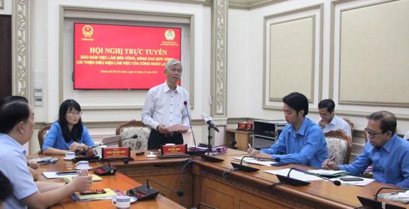 TPHCM tiếp tục tặng hàng chục ngàn vé tàu xe cho công nhân về quê ăn Tết ảnh 1