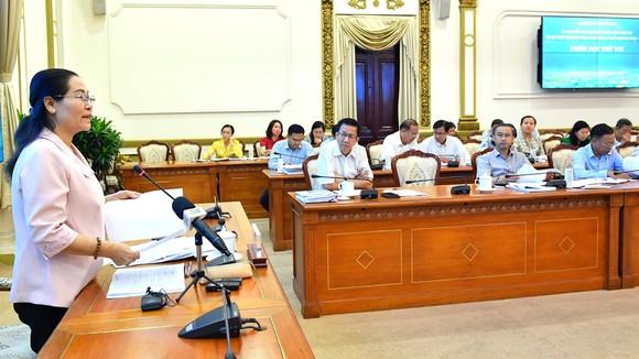 Chủ tịch HĐND TPHCM Nguyễn Thị Lệ phát biểu tại phiên họp Ủy ban bầu cử. Ảnh: VIỆT DŨNG