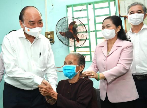 Chủ tịch nước Nguyễn Xuân Phúc: Sớm có tuyến cao tốc xuyên biên giới, giúp huyện Hóc Môn và Củ Chi đột phá phát triển ảnh 6