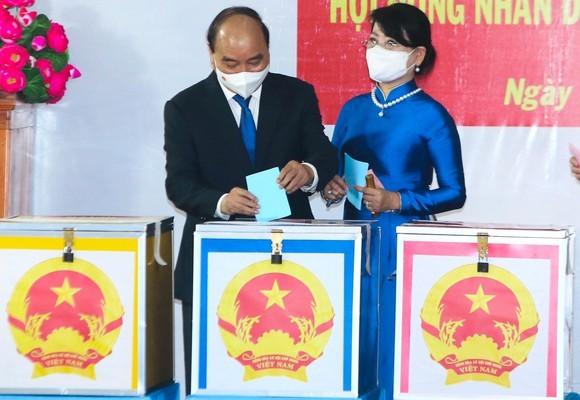 Cử tri TPHCM bỏ phiếu chọn đại biểu Quốc hội và đại biểu HĐND các cấp ảnh 5