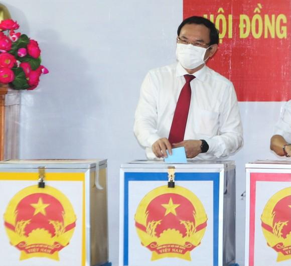 Cử tri TPHCM bỏ phiếu chọn đại biểu Quốc hội và đại biểu HĐND các cấp ảnh 7