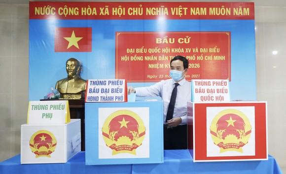Cử tri TPHCM bỏ phiếu chọn đại biểu Quốc hội và đại biểu HĐND các cấp ảnh 15