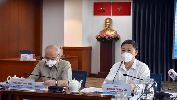 Trưởng Ban Tuyên giáo Thành ủy TPHCM Phan Nguyễn Như Khuê và Phó Chủ tịch UBND TPHCM Dương Anh Đức tại điểm cầu Trung tâm báo chí TPHCM