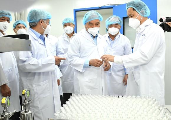Chủ tịch nước Nguyễn Xuân Phúc: 'Vaccine phòng Covid-19 của Việt Nam không chỉ phục vụ Việt Nam mà còn vươn ra toàn cầu' ảnh 1