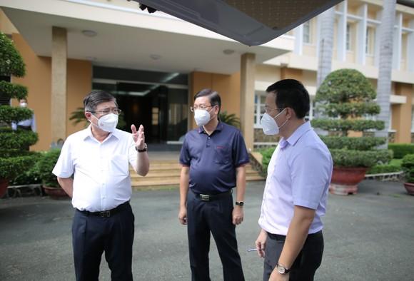 Chủ tịch UBND TPHCM Nguyễn Thành Phong: Tuyệt đối không để F0 chuyển nặng tử vong tại nhà ảnh 1
