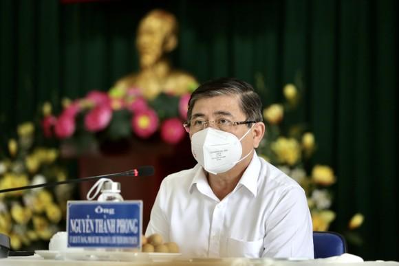 Chủ tịch UBND TPHCM Nguyễn Thành Phong: Tuyệt đối không để F0 chuyển nặng tử vong tại nhà ảnh 4