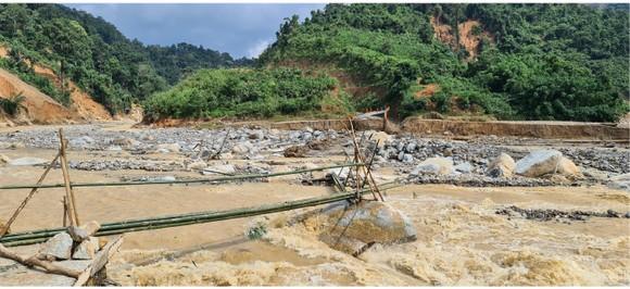 Phước Lộc tan hoang sau bão ảnh 13