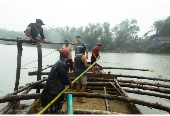 Cả làng cùng dựng cầu đón tết ảnh 20