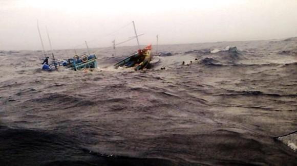 Tàu cá Bình Định chìm trên biển: Đã tìm thấy thi thể 2 ngư dân, 4 ngư dân vẫn mất tích